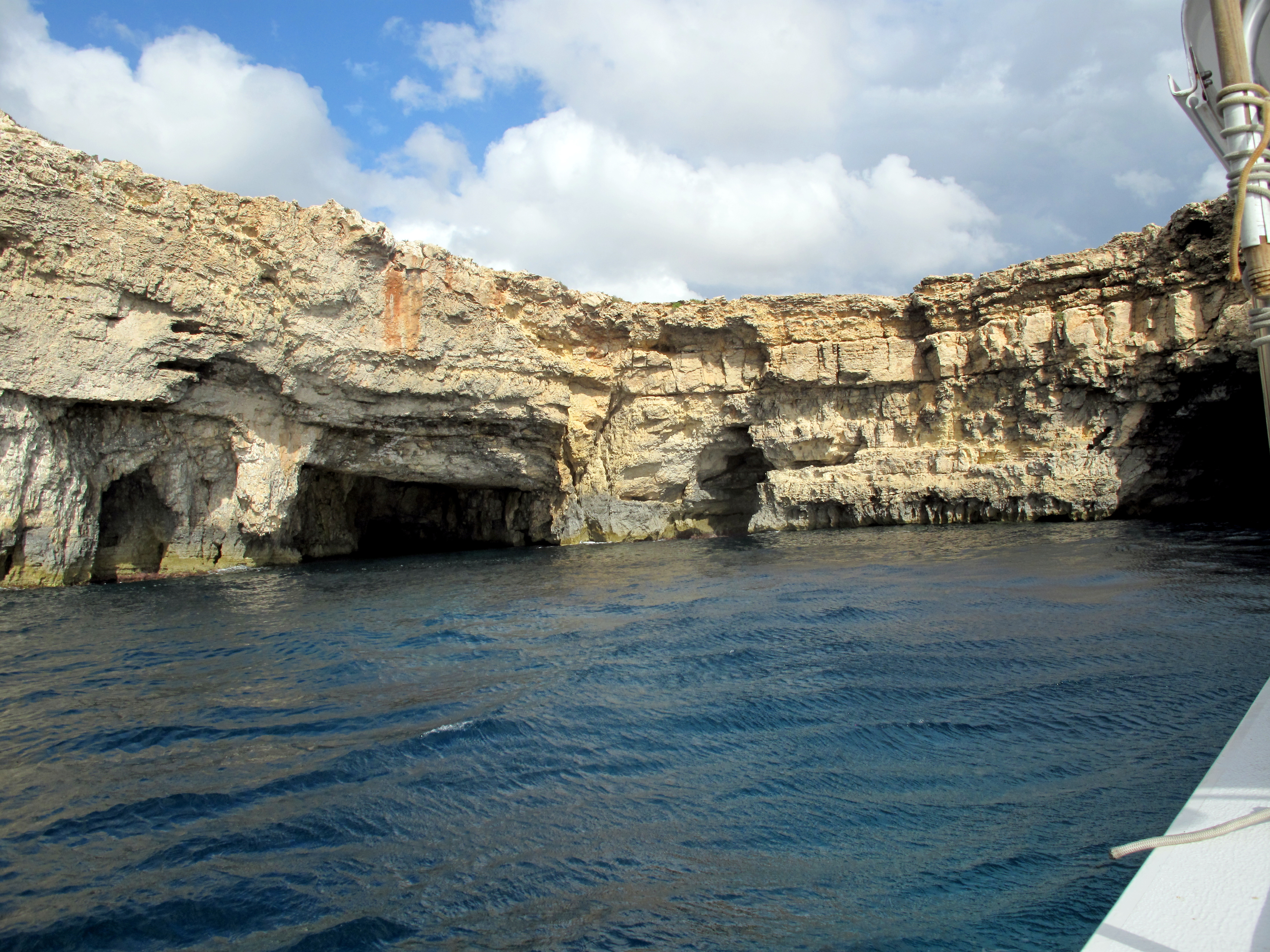 Santa maria caves atlantis gozo for Gozo dive centres