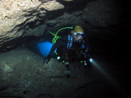 Santa Maria Caves diver