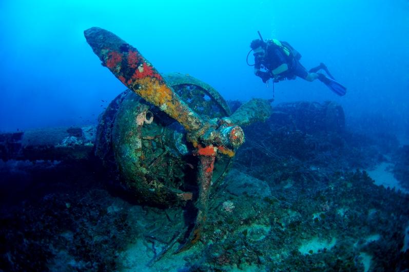 Wreck blenheim bomber atlantis gozo for Gozo dive centres