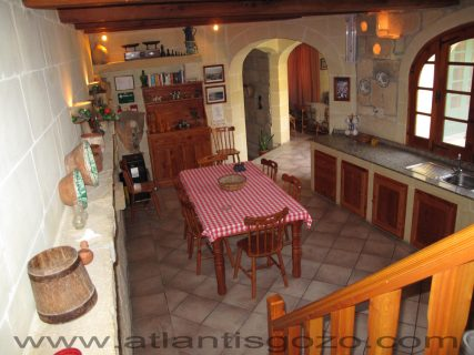 Camomilla Kitchen Dining Area