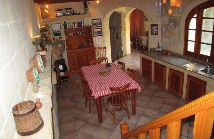 Camomilla Kitchen Dining Area