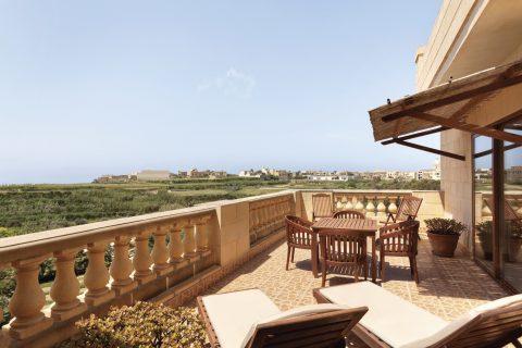 Spacious terrace with sunbeds Kempinski